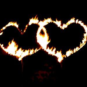 Brennende Herzen