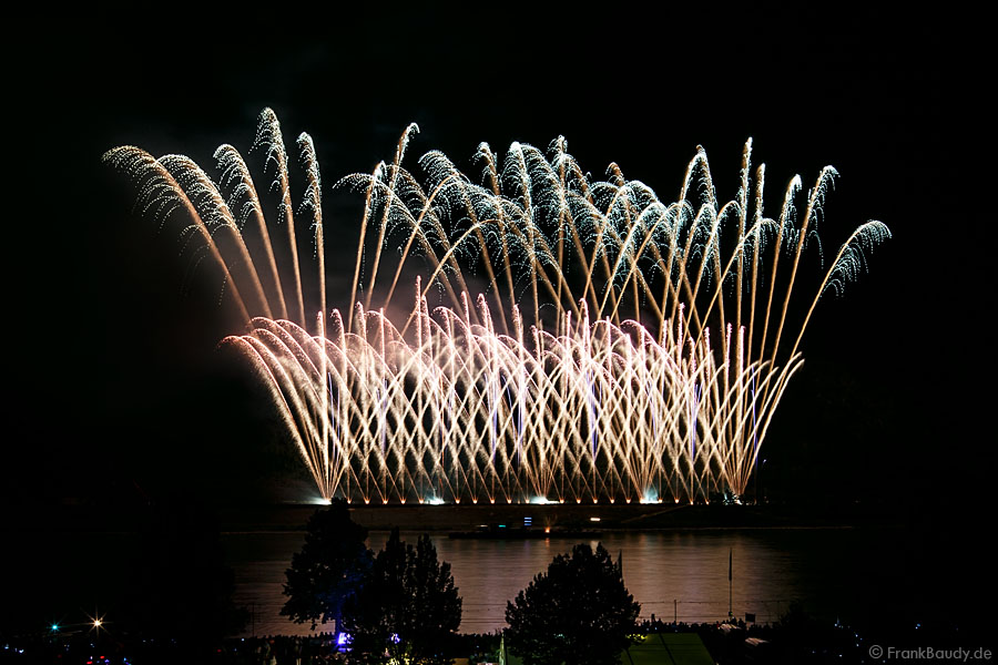 "Pyro-Musical ""AURA"" bei Rhein in Flammen 2012 in Oberwesel"